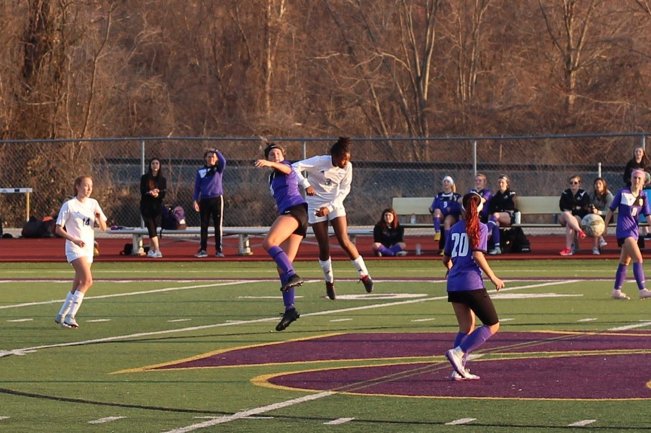 Katy Knusdsen flys high to head the ball